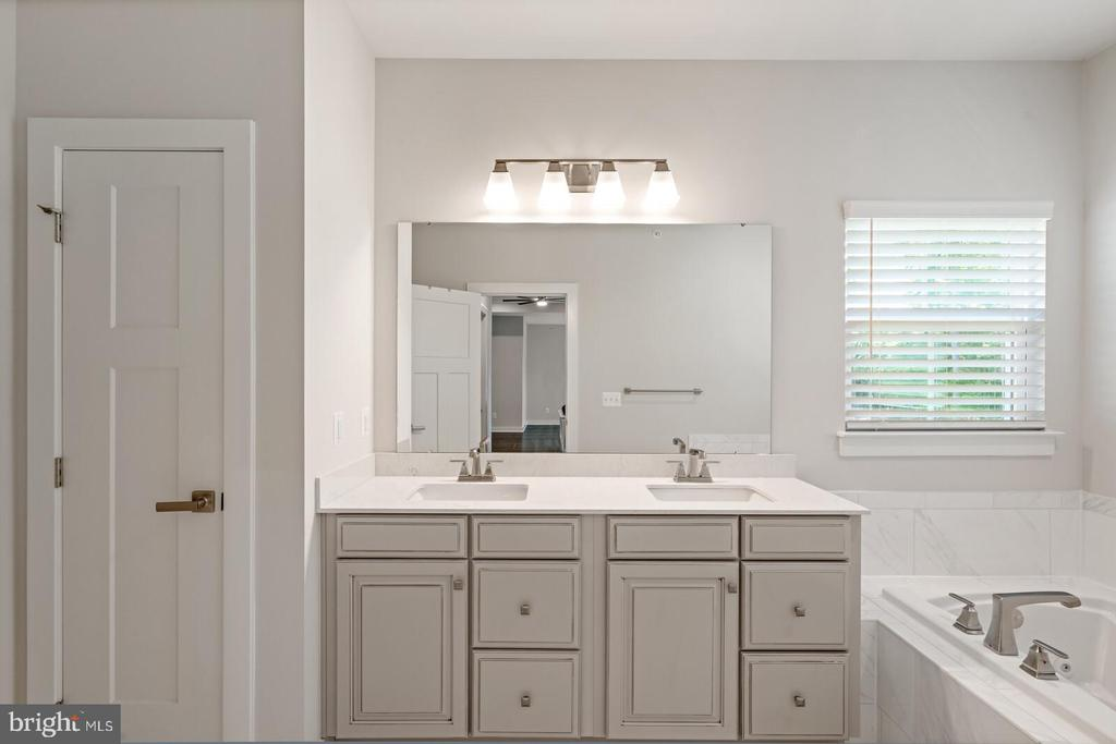 Owners bath - 17429 SPRING CRESS DR, DUMFRIES