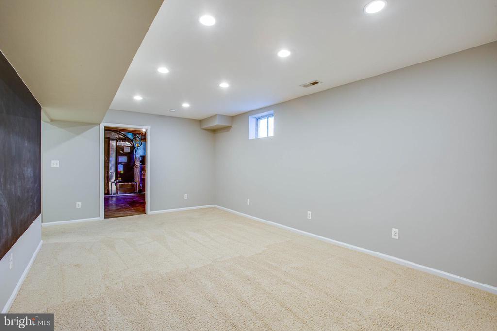 Basement rec room with chalkboard wall - 35187 PHEASANT RIDGE RD, LOCUST GROVE