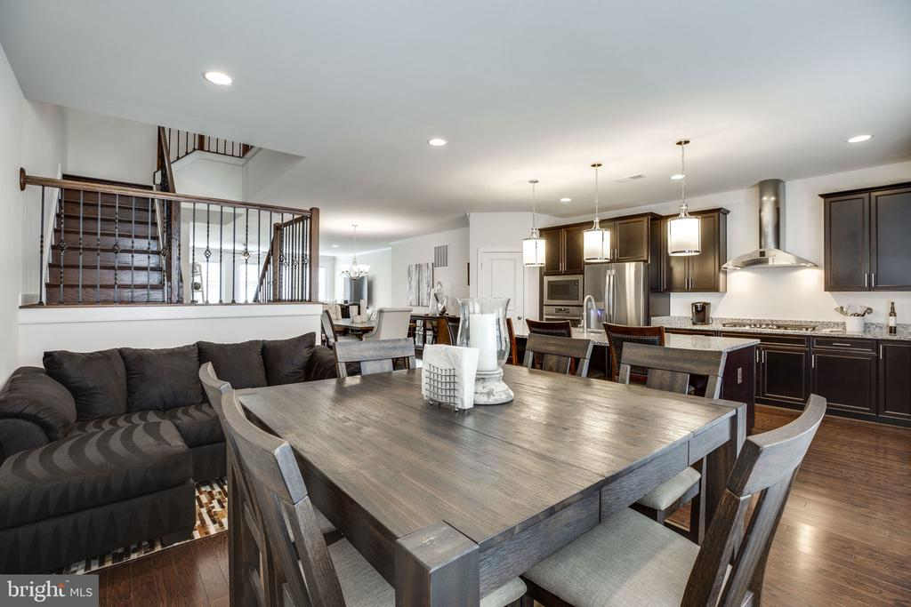 Informal dining and family gathering area - 42308 IMPERVIOUS TER, BRAMBLETON