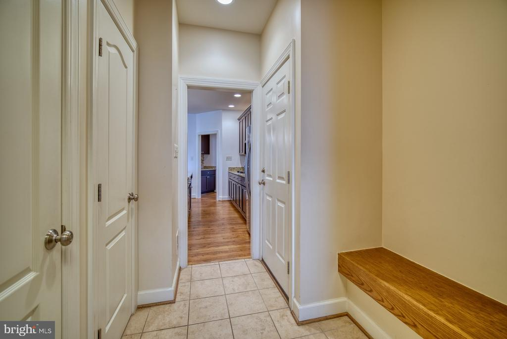 Built-in Bench in Adjoining Mudroom Space - 42439 MERIDIAN HILL DR, BRAMBLETON