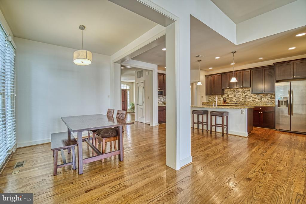 Well Designed  Open Floor Plan on the main-level - 42439 MERIDIAN HILL DR, BRAMBLETON