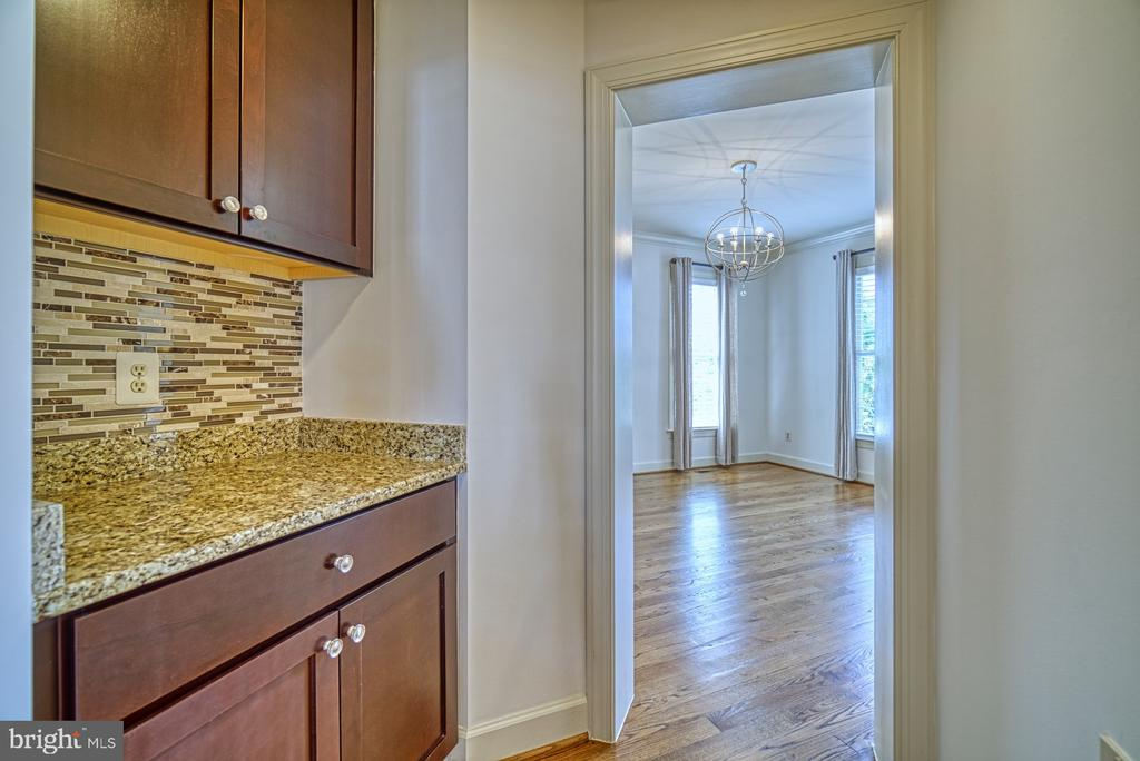 Butler's Pantry Leads You to the Dining Room - 42439 MERIDIAN HILL DR, BRAMBLETON