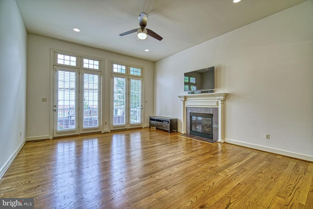 Beautiful well lit Family Room with Gas Fireplace - 42439 MERIDIAN HILL DR, BRAMBLETON