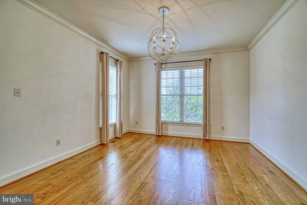 Lovely Dining Room - 42439 MERIDIAN HILL DR, BRAMBLETON