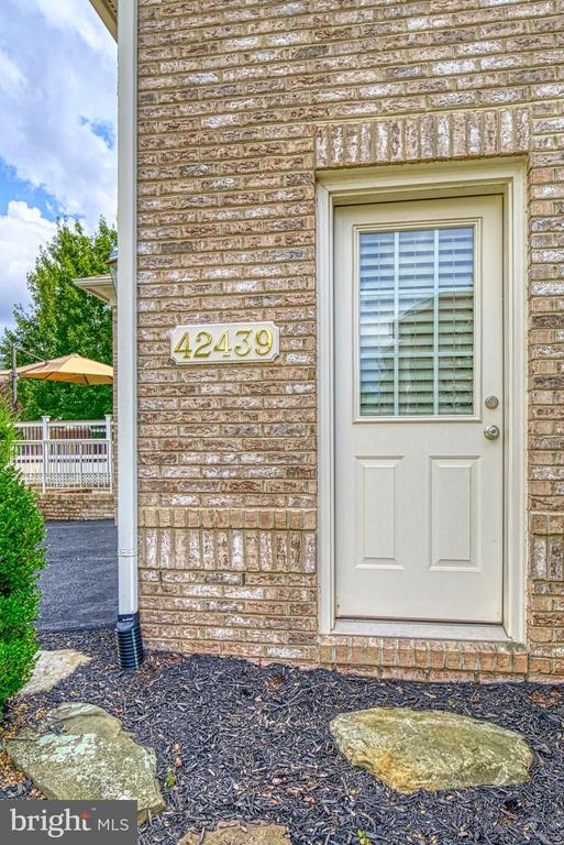 Convenient Access to Garage - 42439 MERIDIAN HILL DR, BRAMBLETON