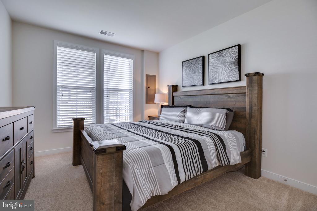 Bedroom 4 on lower level - 42308 IMPERVIOUS TER, BRAMBLETON