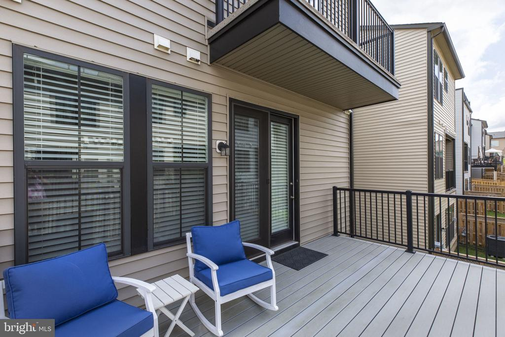Relax on your deck - 42308 IMPERVIOUS TER, BRAMBLETON