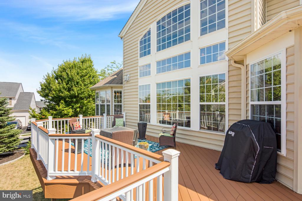 synthetic decking - 2270 W GREENLEAF DR, FREDERICK
