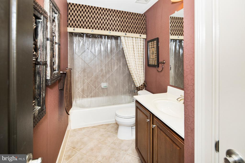 basement full bath - 2270 W GREENLEAF DR, FREDERICK