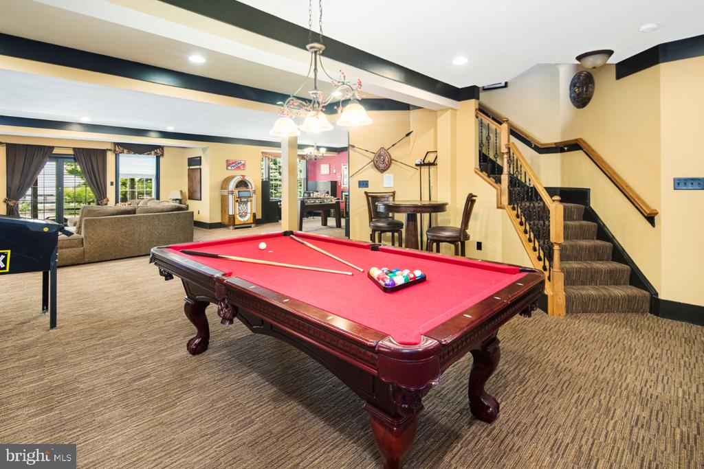basement with walk out level - 2270 W GREENLEAF DR, FREDERICK