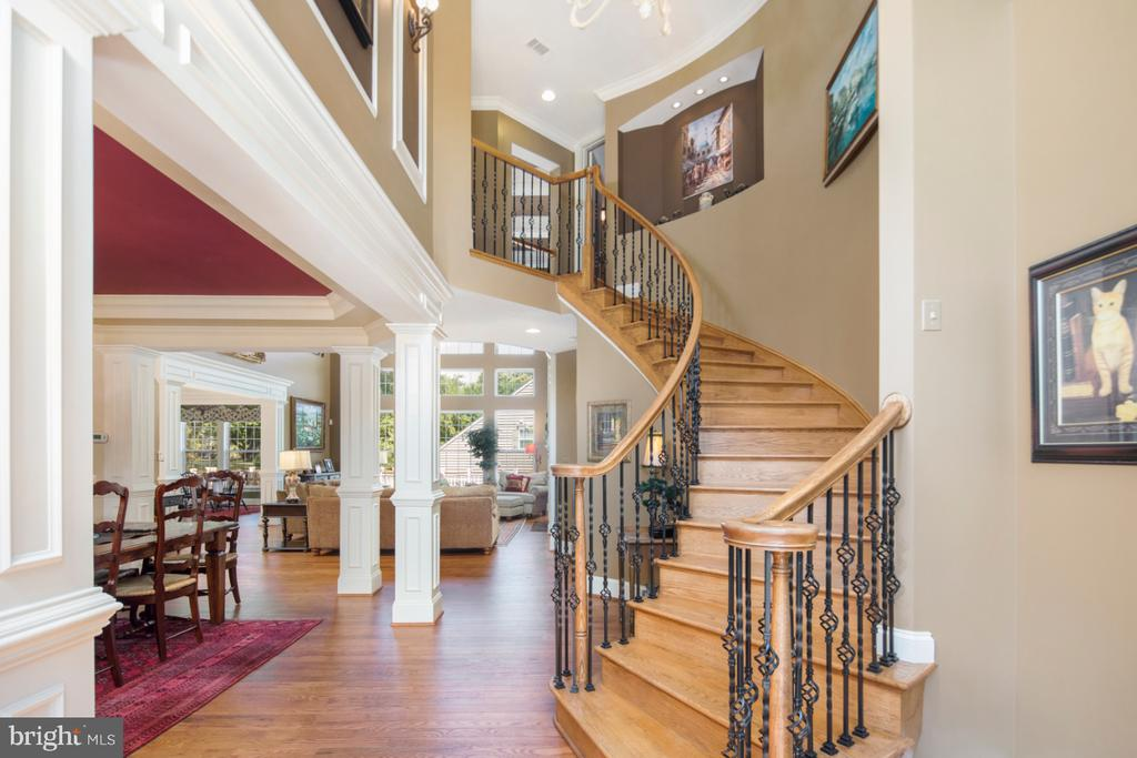 Grand entry - 2270 W GREENLEAF DR, FREDERICK