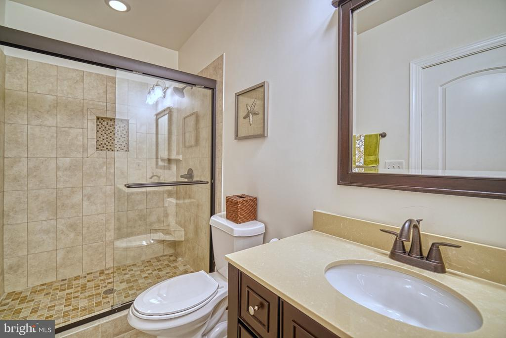 Gorgeous Fourth Full Bathroom - 42439 MERIDIAN HILL DR, BRAMBLETON