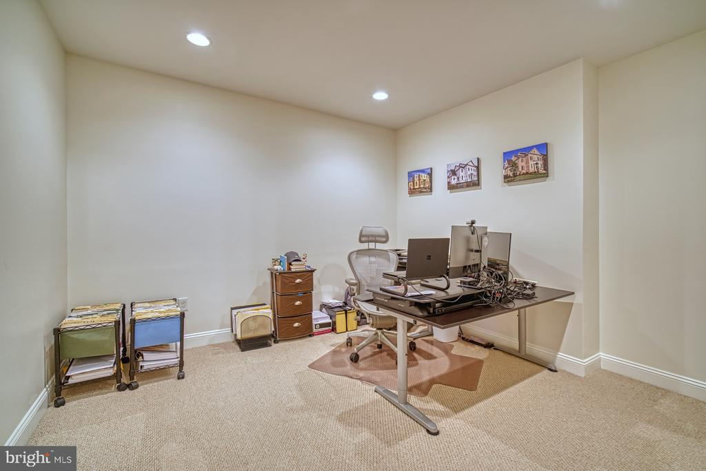Quiet Office Space - 42439 MERIDIAN HILL DR, BRAMBLETON