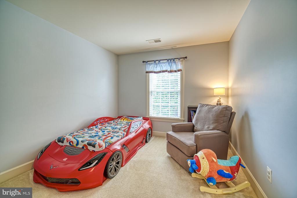Large Fourth Bedroom - 42439 MERIDIAN HILL DR, BRAMBLETON