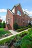 Side Entry End Unit Home! - 2617 S KENMORE CT, ARLINGTON