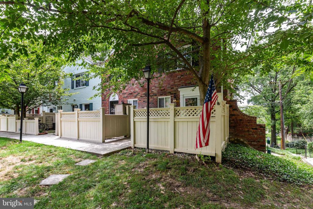 Privacy, surrounded by trees - 1271 N VAN DORN ST, ALEXANDRIA