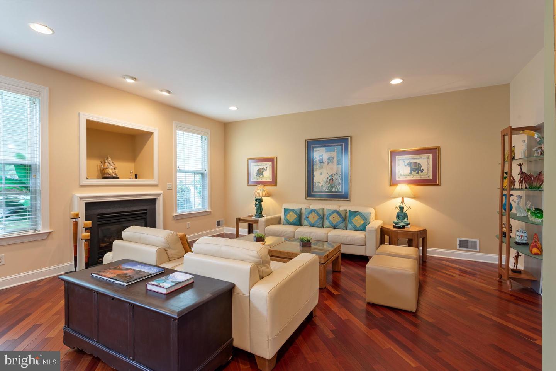 Single Family Homes vì Bán tại Englishtown, New Jersey 07726 Hoa Kỳ