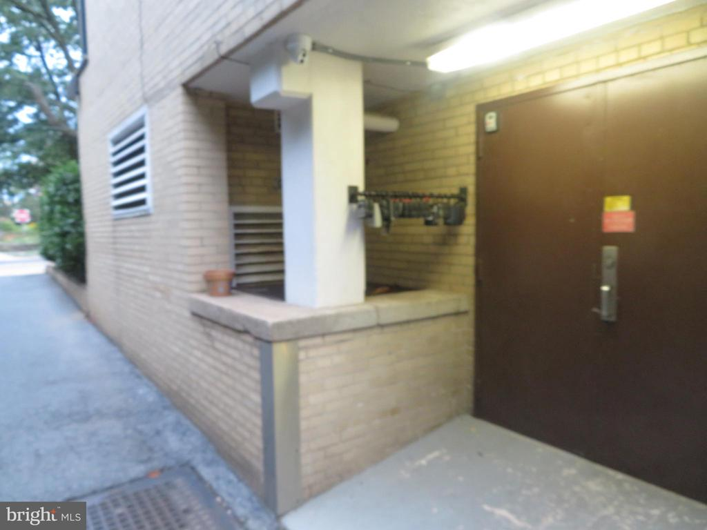 Lockbox Location - 3601 WISCONSIN AVE NW #109, WASHINGTON