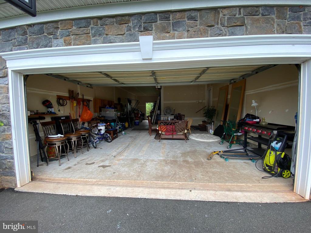 2 Car Garage + Tandem Space 20x11! - 15607 GREAT BRIDGE LN, CULPEPER