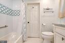Main level full bath - 1201 LAKEVIEW PKWY, LOCUST GROVE