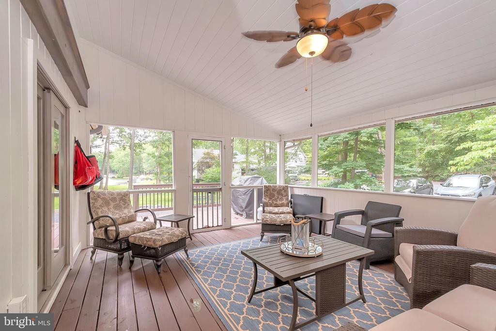 Screened porch offers great water views - 1201 LAKEVIEW PKWY, LOCUST GROVE