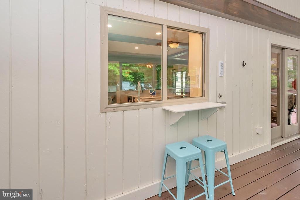 Pass through from kitchen to screened porch - 1201 LAKEVIEW PKWY, LOCUST GROVE