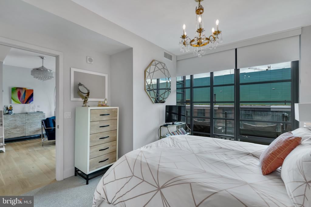 Owners suite with Floor to ceiling windows - 45 SUTTON SQ SW #1104, WASHINGTON