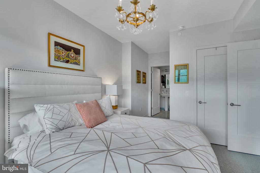 Bright and spacious owner's suite - 45 SUTTON SQ SW #1104, WASHINGTON