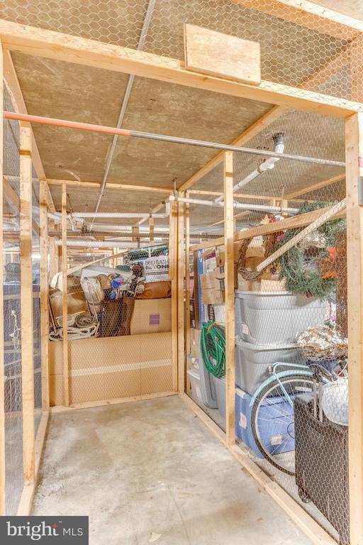 Large storage space - 805 N HOWARD ST #336, ALEXANDRIA