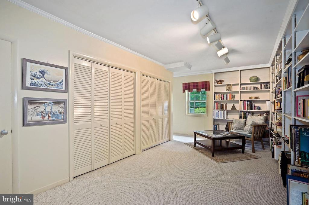 Lower level Library has access to lower side yard - 2747 N NELSON ST, ARLINGTON