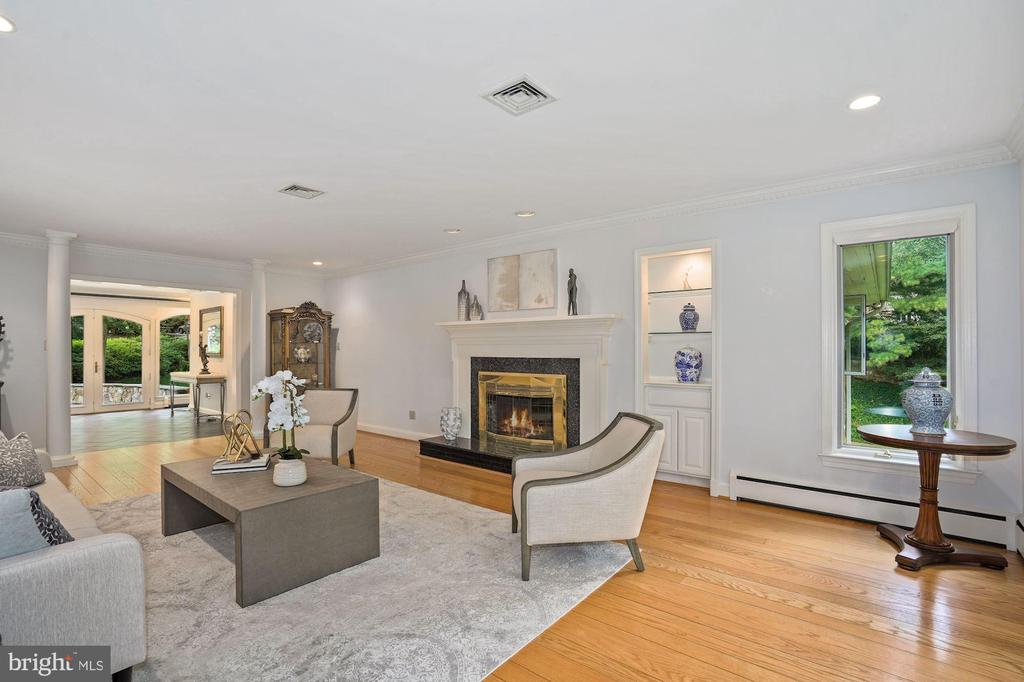 Living Room with gas fireplace - 2747 N NELSON ST, ARLINGTON