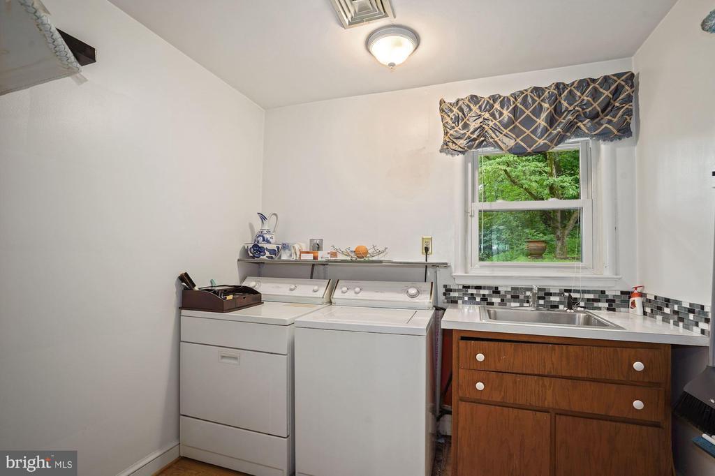 Convenient Laundry Room off Kitchen - 2747 N NELSON ST, ARLINGTON