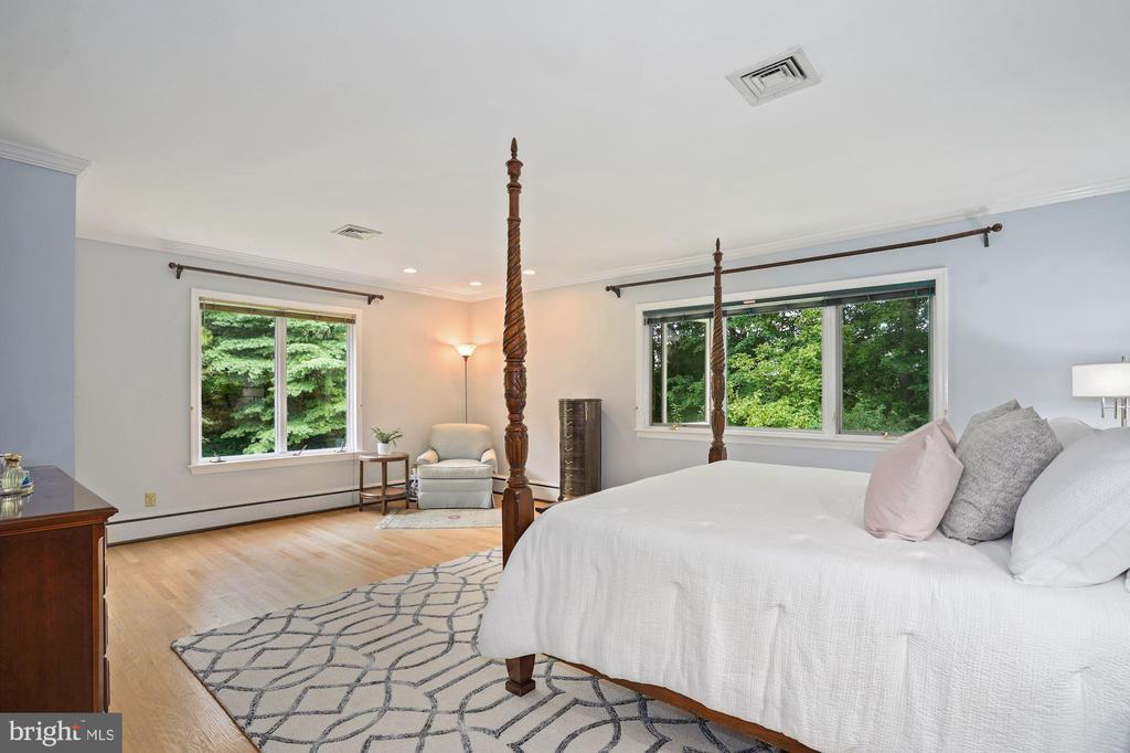 Master Bedroom with beautiful corner views - 2747 N NELSON ST, ARLINGTON