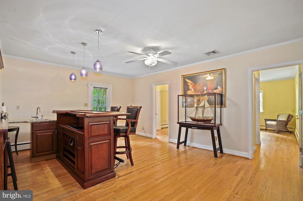 Large LL Family Room with wet bar - 2747 N NELSON ST, ARLINGTON