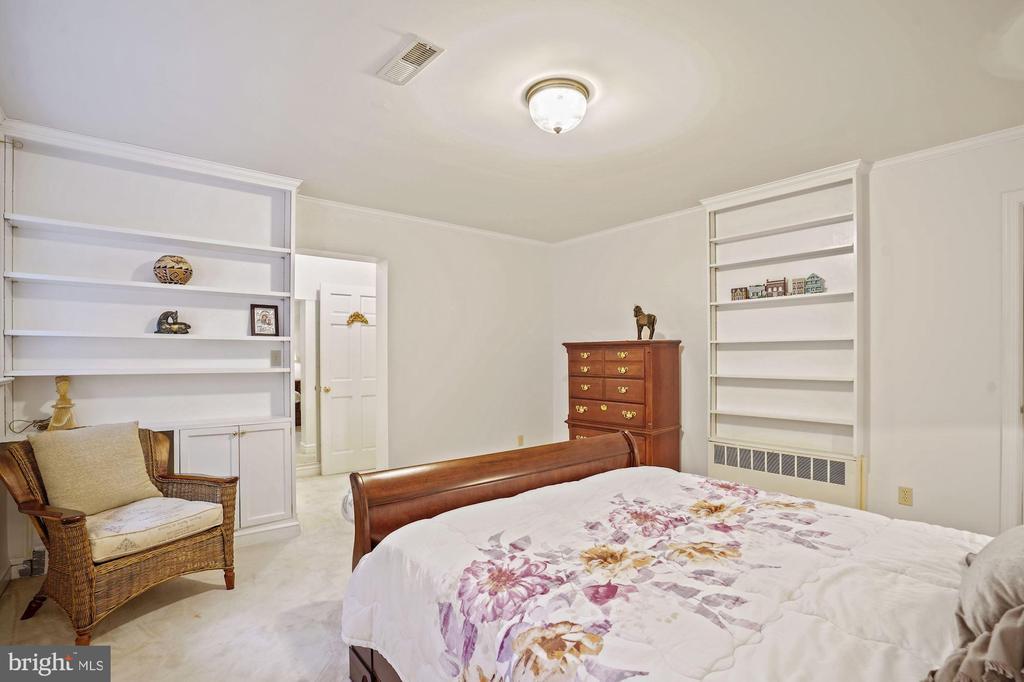 Bedroom 5 built-ins - 2747 N NELSON ST, ARLINGTON