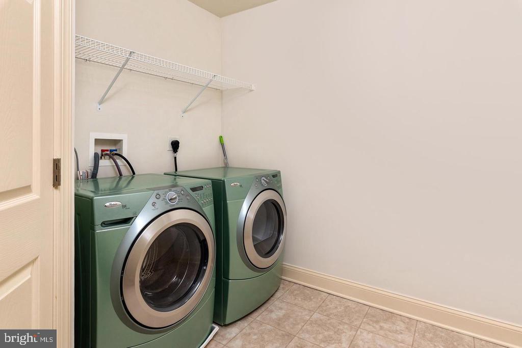 Upper Level Washer/Dryer - 9628 BOUNDLESS SHADE TER, LAUREL