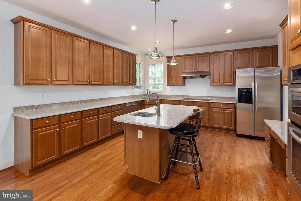Many Kitchen Cabinets - 9628 BOUNDLESS SHADE TER, LAUREL