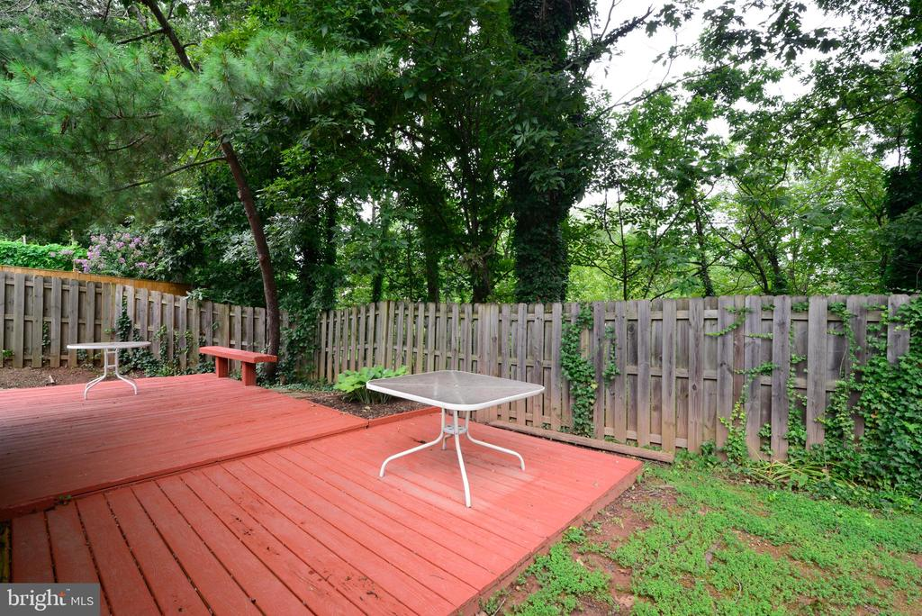 HUGE deck - 246 W MEADOWLAND LN, STERLING