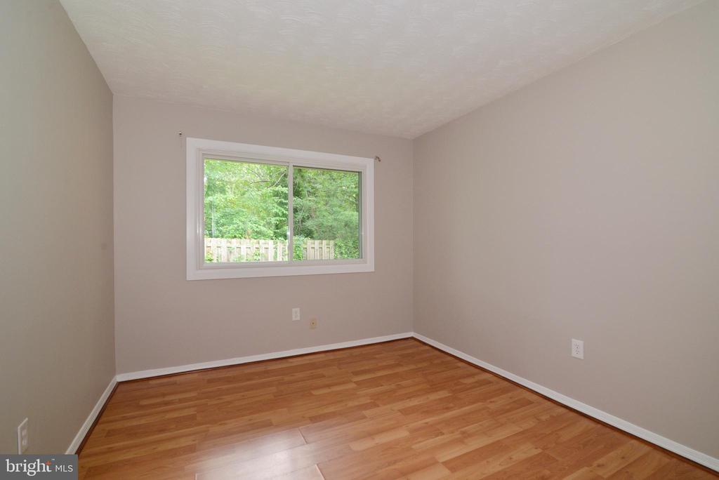Bedroom 2 Main Level fresh paint - 246 W MEADOWLAND LN, STERLING