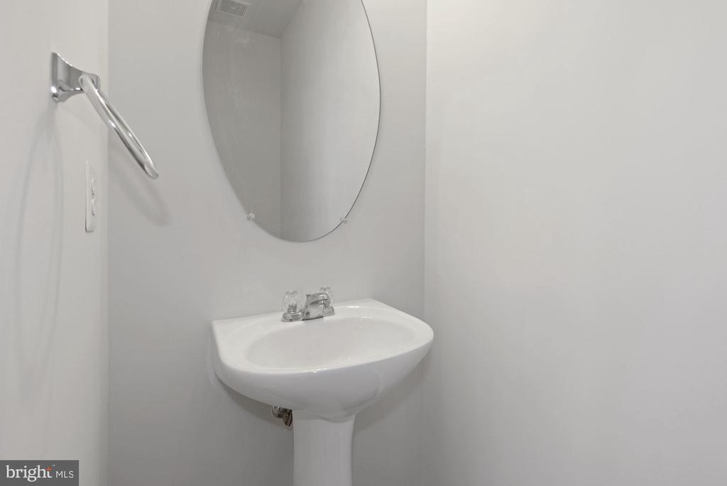 Main Level Half Bath - 43666 CHICACOAN CREEK SQ, LEESBURG