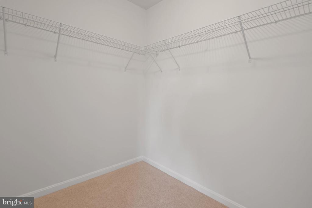 Master Suite Walk In Closet - 43666 CHICACOAN CREEK SQ, LEESBURG