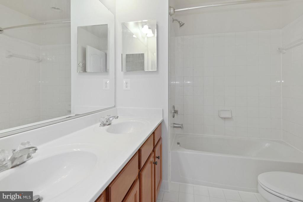 Upper Level Full Bathroom 2 - 43666 CHICACOAN CREEK SQ, LEESBURG