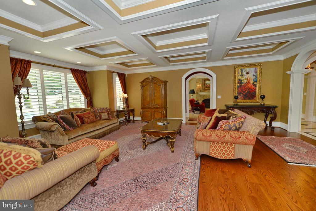 Parlor with coffered ceiling & butlers pantry - 40483 GRENATA PRESERVE PL, LEESBURG