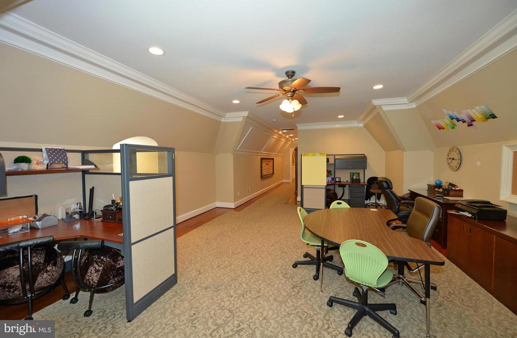 Sixth en-suite perfect for home school or crafts - 40483 GRENATA PRESERVE PL, LEESBURG