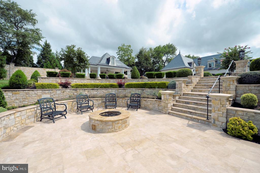 Patio and fire pit - 40483 GRENATA PRESERVE PL, LEESBURG