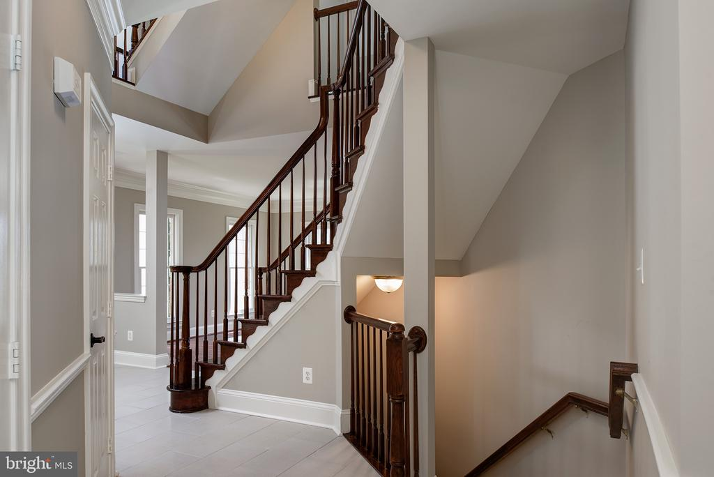 Beautiful appointments throughout! - 42428 HOLLY KNOLL CT, ASHBURN