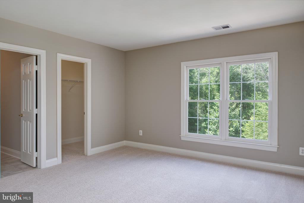 Third Bedroom with Buddy Bath - 42428 HOLLY KNOLL CT, ASHBURN
