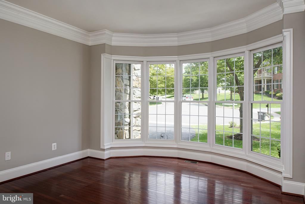 Incredible bow window in large office! - 42428 HOLLY KNOLL CT, ASHBURN