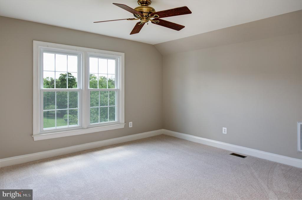 Fifth Bedroom - 42428 HOLLY KNOLL CT, ASHBURN