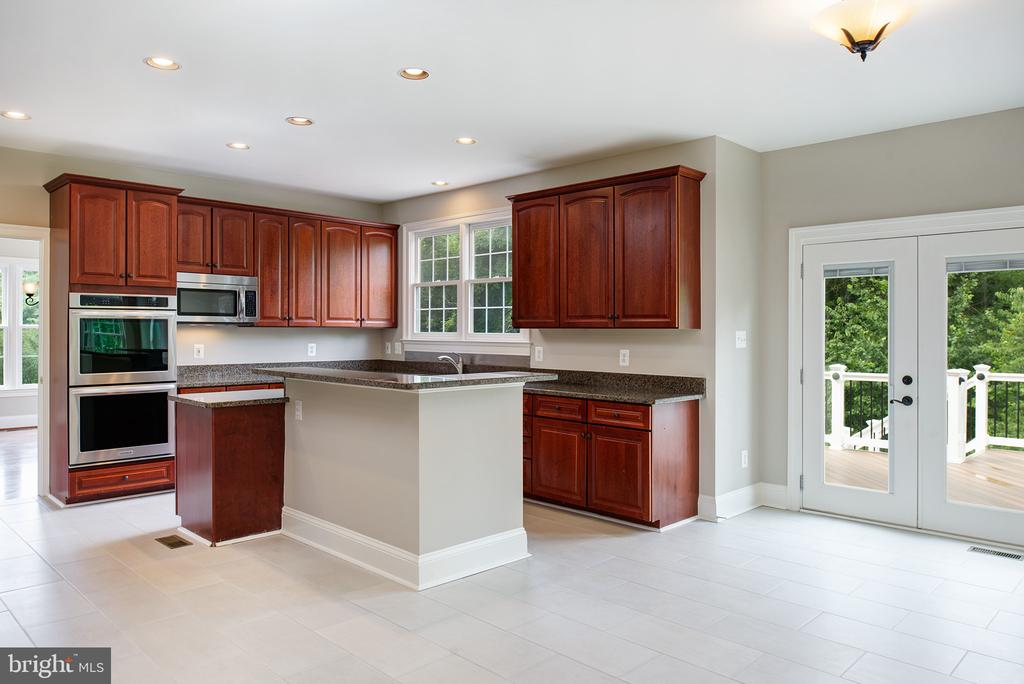 Lots of counter space and storage too... - 42428 HOLLY KNOLL CT, ASHBURN
